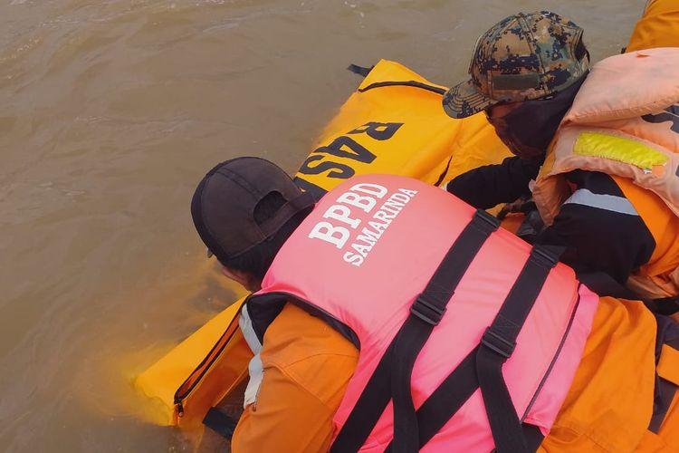 Basarnas Kaltim berhasil menemukan korban Reski (22) yang melompat dari Jembatan Mahkota Samarinda pada Minggu (4/8/2019) setinggi 15 meter, Selasa (6/8/2019).