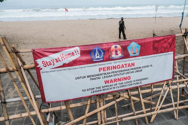 ILUSTRASI - Pantai Legian, Bali, tutup untuk menghentikan penyebaran Covid-19
