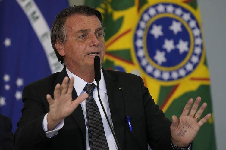 Presiden Brasil Jair Bolsonaro saat berpidaro dalam seremoni di Istana Kepresidenan Planalto, Brasilia, Selasa (13/7/2021).