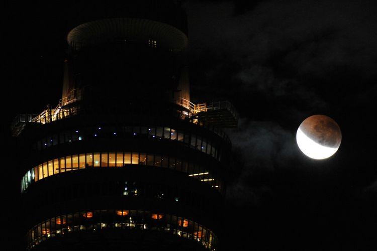 Gerhana bulan sebagian di Sydney, Australia pada 27 Juli 2018.
