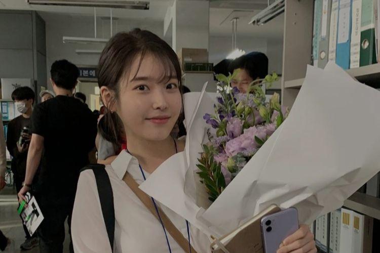 Penyanyi IU saat rayakan ulang tahun di lokasi film Dream.