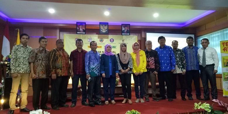 Para pembicara yang mengisi acara Seminar Herbal ke-44 yang diselenggarakan oleh Tolak Angin Sido Muncul di Aula Fakultas Kedokteran Universitas Halu Oleo, Kendari, Sulawesi Tenggara, Sabtu (27/7/2019).