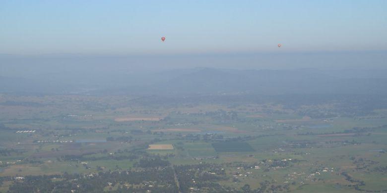 Panorama ketika menaiki balon udara bersama Hot Air Balloon Gold Coast di Australia.