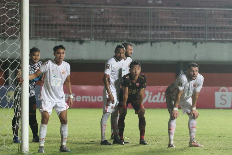 Pertandingan PSM vs Persija di leg pertama semifinal Piala Menpora 2021 di Stadion Maguwoharjo, Sleman, Yogyakarta, Kamis (15/4/2021).