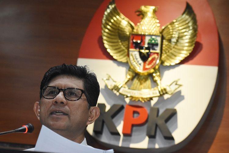 Wakil Ketua KPK Laode M Syarif menyampaikan keterangan pers tentang penetapan tersangka kasus dugaan suap perdagangan minyak mentah dan produk kilang Pertamina Energy Service Pte. Ltd. (PES) yang merupakan Subsidiary Company Pertamina di Gedung Merah Putih KPK, Jakarta, Selasa (10/9/2019). KPK menetapkan Managing Director PES periode 2009-2013 yang juga Dirut Pertamina Energy Trading (PETRAL) periode 2012 - 2015 Bambang Irianto sebagai tersangka kasus dugaan suap di sektor migas karena diduga menerima uang senilai 2,9 juta dolar Amerika Serikat terkait perdagangan minyak mentah dan produk kilang di PES. ANTARA FOTO/Indrianto Eko Suwarso/wsj.