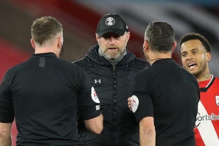 Pelatih Southampton, Ralph Hasenhuettl, seusai timnya mengalahkan Liverpool pada pekan ke-17 Liga Inggris, 4 Januari 2021.