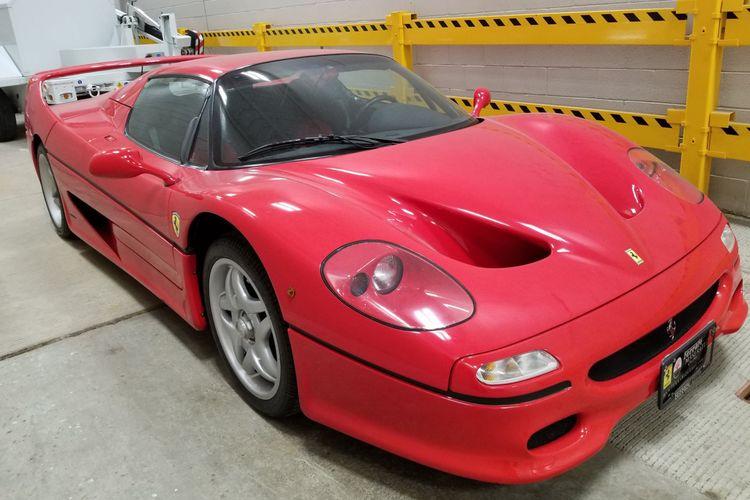 Ferrari F50 1996 yang jadi sengketa usai hilang selama 18 tahun. Mobil ini dibeli Paolo Provenzi pada 2003 di Italia, tetapi hilang seminggu kemudian. Mobilnya lalu ditemukan di perbatasan Kanada pada 14 Desember 2020 dengan kondisi akan dikirim ke kolektor di Miami yang membelinya.
