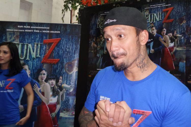 Tora Sudiro berpose di sela acara jumpa pers film Reuni Z di XXI Epicentrum, Kuningan, Jakarta Selatan, Kamis (5/4/2018).