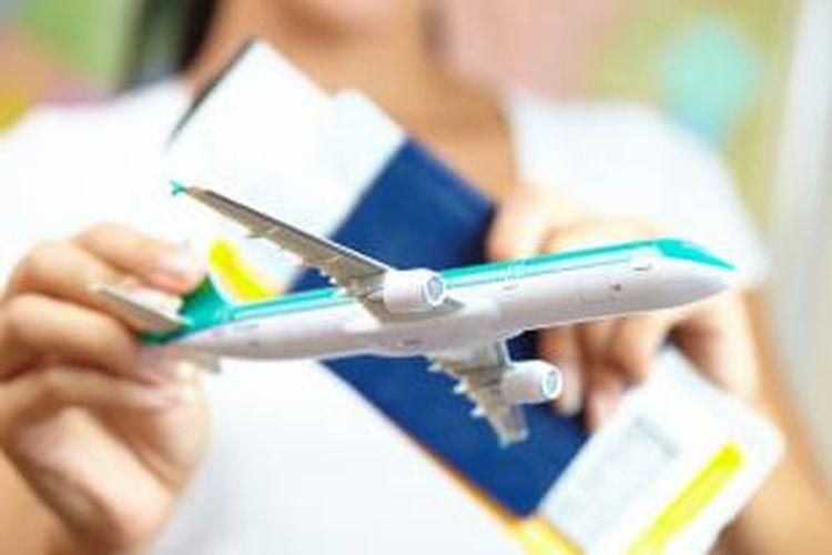Tiket pesawat.