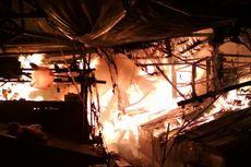 20 Kios dan Bangunan Gereja Terbakar di Pasar Gembrong Lama