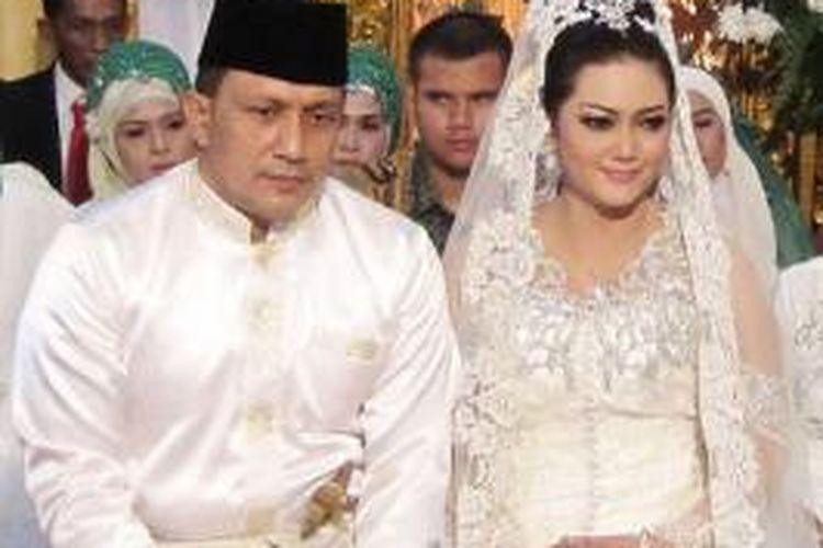 Bella Saphira dan Agus Surya Bakti menjalani akad nikah di Stabat, Langkat, Sumatera Utara, Jumat (30/8/2013).