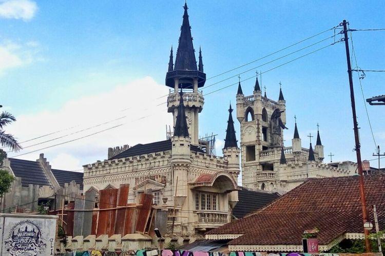 Bangunan di RW 04/ RT 10 Sayidan, Prawirodirjan, Gondomanan Kota Yogyakarta yang mirip dengan arsitektur Eropa dan sering dijadikan tempat foto warga masyarakat maupun wisatawan
