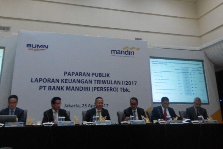 Konferensi pers Laporan Kinerja Keuangan Kuartal I 2017 PT Bank Mandiri (Persero) Tbk di Jakarta, Selasa (25/4/2017).