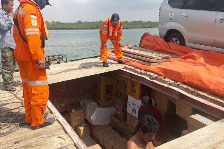 Kapal KM Bayu Permata yang kandas di peraiaran Pulau Rusa Kecamatan Bintan Timur, Bintan, Kepulauan Riau yang membawa logistik pemilu tahun 2019 milik Kabupaten Natuna, Kepulauan Riau.  Ternyata sampai saat ini belum berhasil dievakuasi, dan dari kejadian ini kapal tersebut sampai saat ini masih mendapatkan pengawalanan ketat dari pihak kepolisian.
