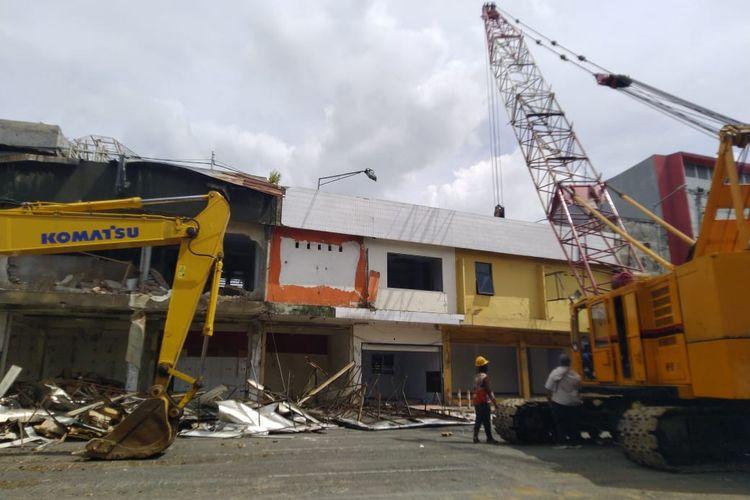Proses perobohan bangunan 21 ruko di Jalan Aultan Agung Kecamatan Kaliwates Jember.