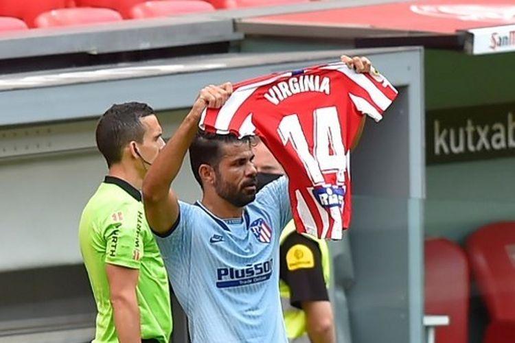 Aksi dukungan Diego Costa terhadap gelandang tim wanita Atletico Madrid setelah berhasil membobol gawang Bilbao dalam lanjutan pekan ke-28 La Liga, Minggu (14/6/2020) malam WIB.