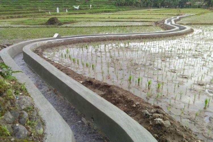 Kementan maksimalkan fungsi dari saluran irigasi melalui RJIT di Desa Muara Cikadu, Kecamatan Sindang Barang, Cianjur.
