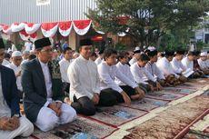 Anies Baswedan Sekeluarga Shalat Idul Adha di Balai Kota