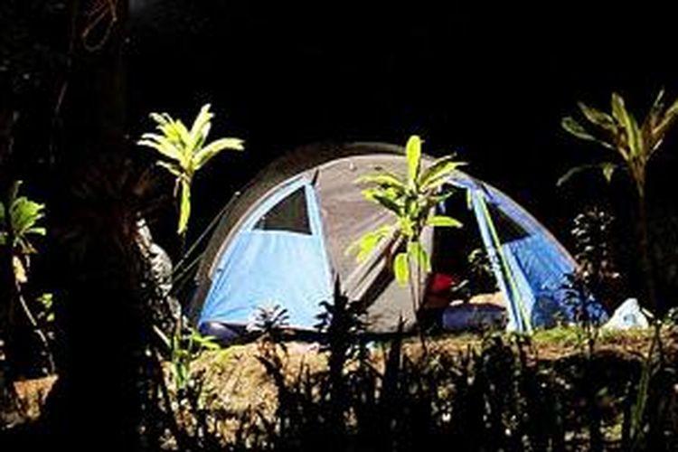 Suasana glamping (glamorous camping) di Taman Wisata Alam Gunung Pancar, Kabupaten Bogor, JAwa Barat, Minggu (4/10/2015). Dengan glamping, wisatawan bisa dekat dengan alam, bertualang tanpa harus lelah membawa banyak peralatan, tidur di kasue empuk, dan fasilitas kamar mandi memadai.