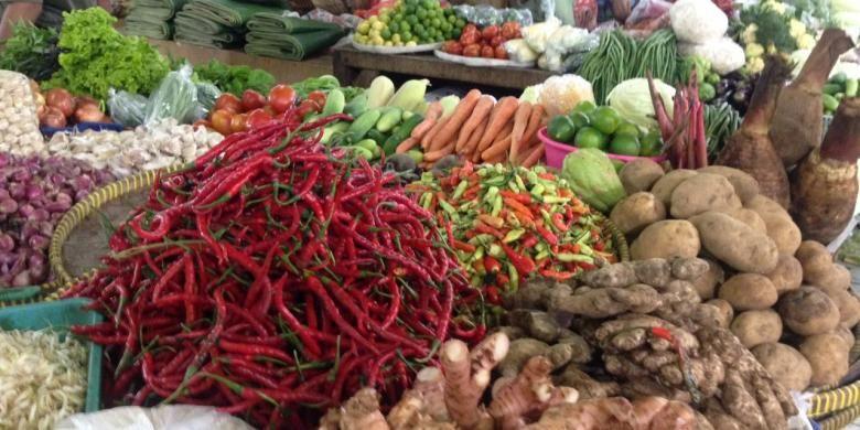 Sayuran Cabai yang dijajakan oleh Pedagang Pasar Minggu (8/2/2017).