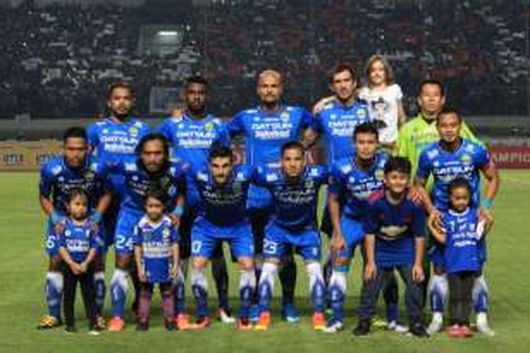 Skuat Persib Bandung saat menghadapi Persija Jakarta, Sabtu (16/7/2016) malam