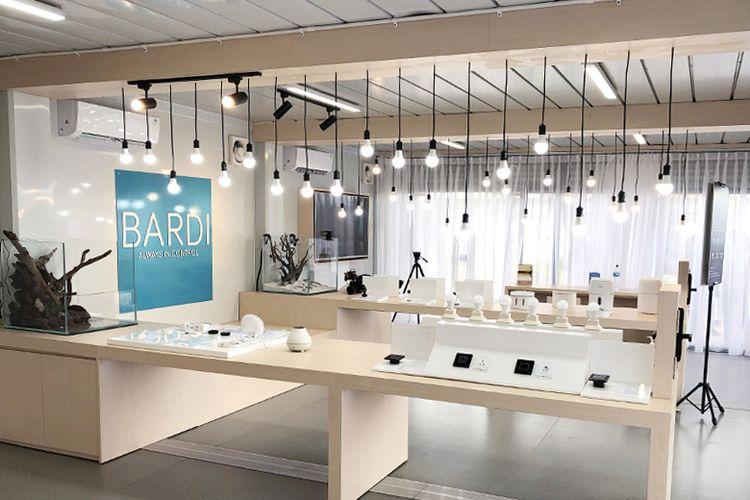 Bagian dalam showroom Bardi Smart Home
