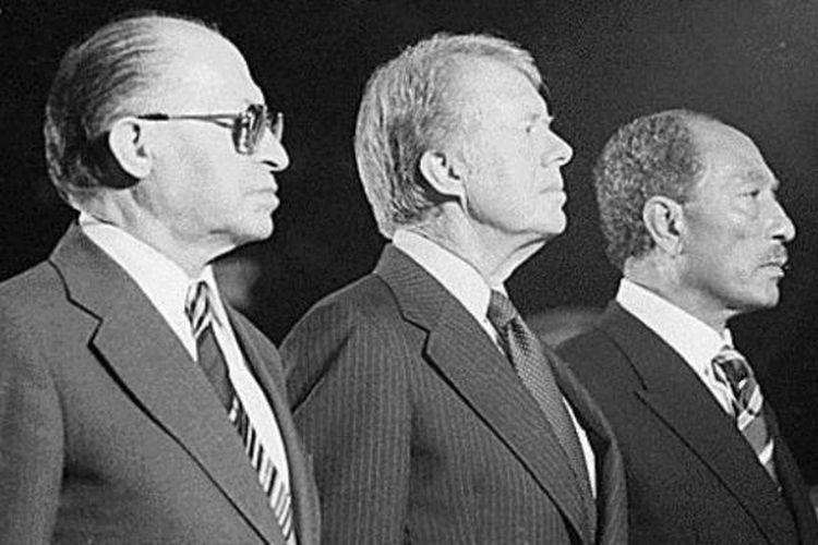 PM Israel Menachem Begin, Presiden AS Jimmy Carter dan Presiden Mesir Anwar Sadat saat akan menandatangani perjanjian Camp David yang berujung pada perdamaian anrara Mesir dan Israel yang akan mengubah peta politik di Timur Tengah.