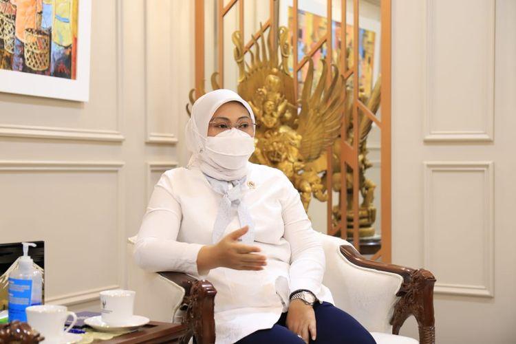 Menteri Ketenagakerjaan (Menaker) Ida Fauziyah saat menghadiri audiensi dengan Masyarakat Ekonomi Syariah (MES) di Kantor Kemnaker, Jakarta, Kamis (3/6/2021).