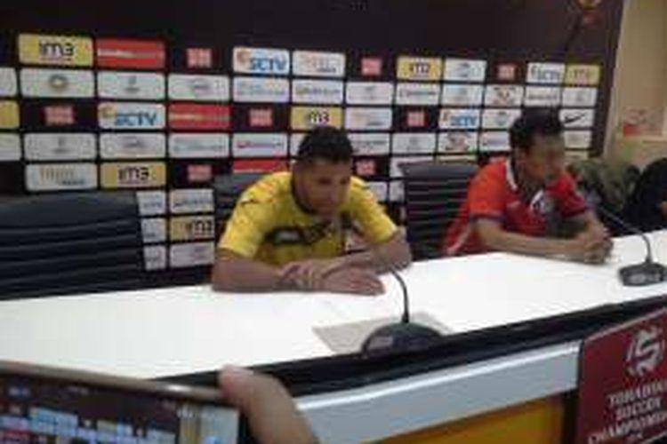 Alberto 'Beto' Gonzalves dan Pelatih kepala Widodo Cahyono Putro memberikan keterangan pers kepada awak media (18/12)