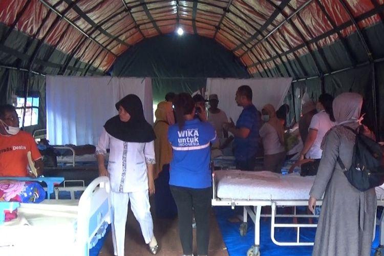 Rumah sakit darurat dr Ishak Umarela yang berada di lokasi pengungsian di Desa Tulehu, Kecamatan Salahutu, Kabupaten Maluku Tengah.