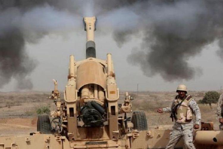 Artileri Arab Saudi yang disiagakan di perbatasan melontarkan tembakan balasan ke posisi pemberontak Houti di Yaman sebagai balasan atas tembakan roket ke wilayah Arab Saudi yang melukai warga sipil.