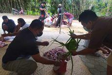 Tradisi Ramah Lingkungan Warga Kulon Progo, Gunakan Daun Kelapa Bungkus Daging Kurban