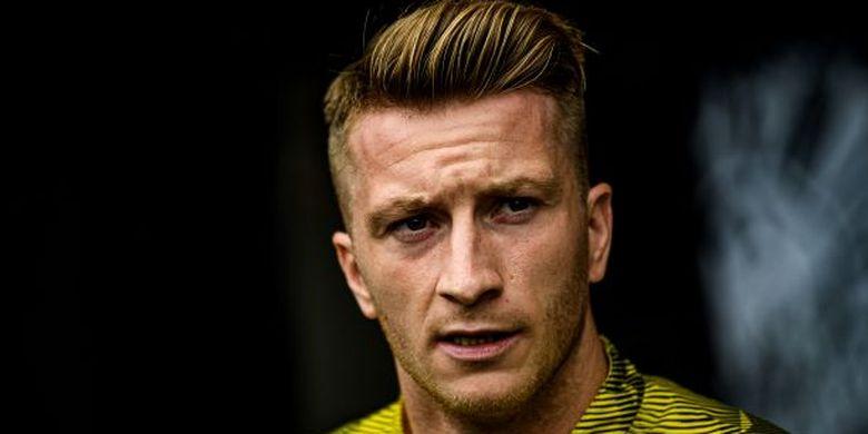 Penyerang Borussia Dortmund yang juga pernah membela rival sekota, Borussia Moenchengladbach.