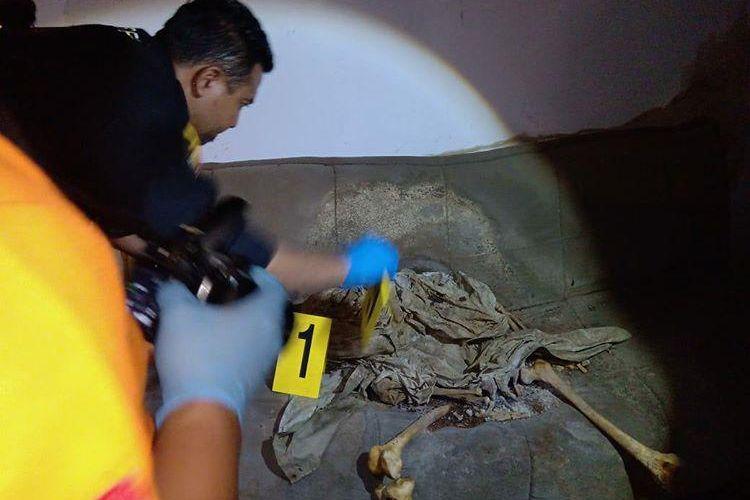 Kerangka manusia ditemukan sedang duduk di sofa di rumah kosong di Bandung, Jawa Barat.