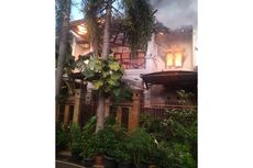Diduga Korsleting Listrik, Rumah Dua Lantai di Duren Sawit Terbakar
