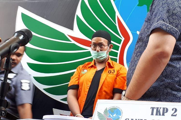 Tersangka penyalahgunaan narkoba, Rifat Umar di Polda Metro Jaya, Jakarta Selatan, Jumat (4/10/2019).