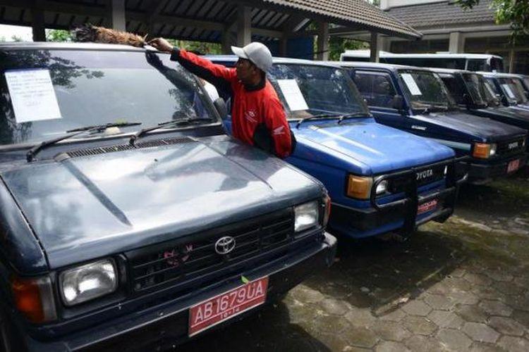 Ilustrasi Lelang Kendaraan Dinas Pemerintah. KOMPAS/Ferganata Indra Riatmoko (DRA)