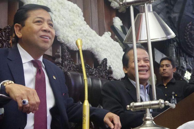 Ketua DPR RI Setya Novanto saat meninjau kesiapan penyambutan Raja Salman di ruang sidang paripurna, Gedung Nusantara Paripurna, Kompleks Parlemen, Senayan, Jakarta, Rabu (1/3/2017).