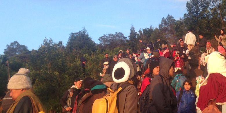 Bukit Sikunir, di Desa Sembungan, Kecamatan Kejajar, Kabupaten Wonosobo, Jawa Tengah menjadi destinasi favorit wisatawan, Selasa (20/3/2018).
