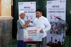Telkomsel Bagikan 500 Kilogram Kurma ke Masjid Agung Lombok Tengah