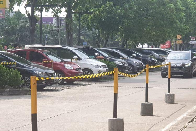 Parkiran mobil terapkan physical distancing di rest area