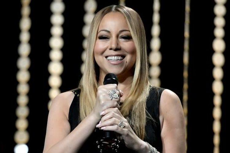 Mariah Carey tampil di Venice Family Clinic Silver Circle Gala 2016 di The Beverly Hilton Hotel, Beverly Hills, California, AS, pada Senin (7/3/2016) waktu setempat.