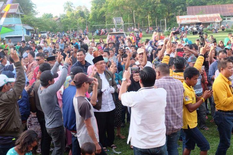 Calon Gubernur Kalimantan Barat, Sutarmidji saat melakukan safari kampanye di Kecamatan Dedai, Kabupaten Sintang, Kalimantan Barat (9/3/2018).