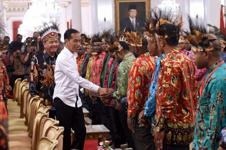 Kepala Badan Intelijen Negara Budi Gunawan ikut mendampingi Presiden Joko Widodo saat bertemu tokoh Papua dan Papua Barat di Istana Merdeka, Jakarta, Selasa (10/9/2019).