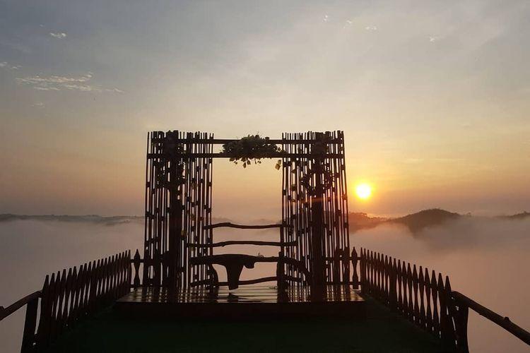 Salah satu momen terbaik di Watu Mabur Camp, saat sunrise