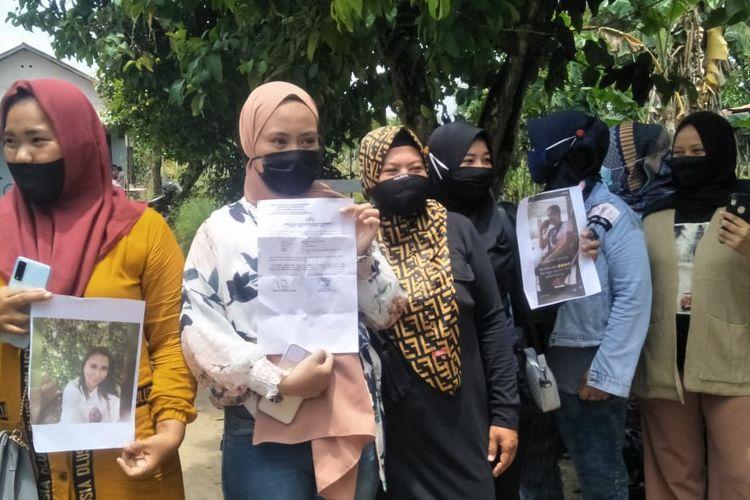 Emak-emak di Kabupaten Penajam Paser Utara (PPU) Kaltim yang jadi korban investasi dan arisan online saat melapor ke Polres PPU, Sabtu (17/10/2020).