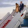 Video Viral Melania Tak Mau Digandeng Trump Saat Turun dari Air Force One