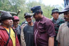 Kisah Seorang Kakek 10 Tahun Berjuang Mengikis Gunung dengan Linggis untuk Membuka Jalan Desa