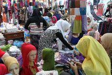 Tolak Pekan Kondom, Santriwati Ponorogo Bagikan Jilbab