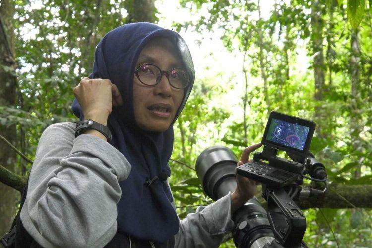 Dr Sri Suci Atmoko dosen biologi Universitas Nasional adalah peneliti dengan pengalaman 30 tahun mempelajari reproduksi, populasi dan konservasi spesies orang utan.